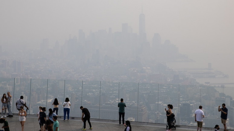 Guardian: дым от лесных пожаров сделал Нью-Йорк одним из худших по уровню загрязнения воздуха городов мира