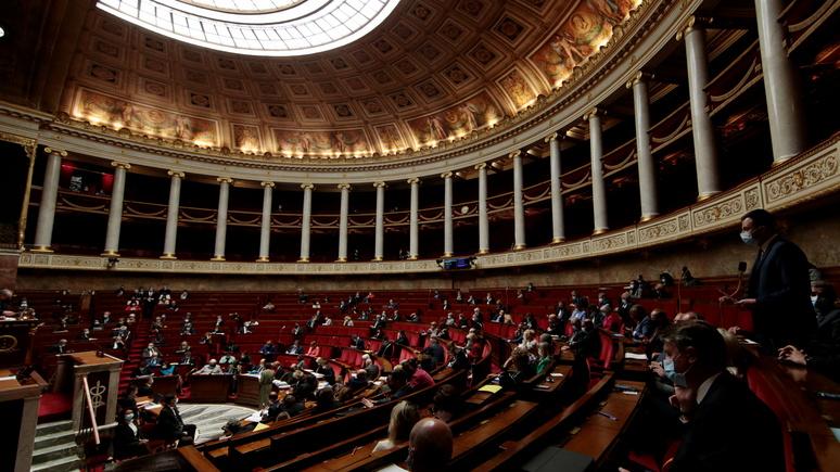 Le Monde: бег с препятствиями — новый законопроект по борьбе с COVID-19 расколол Национальное собрание Франции