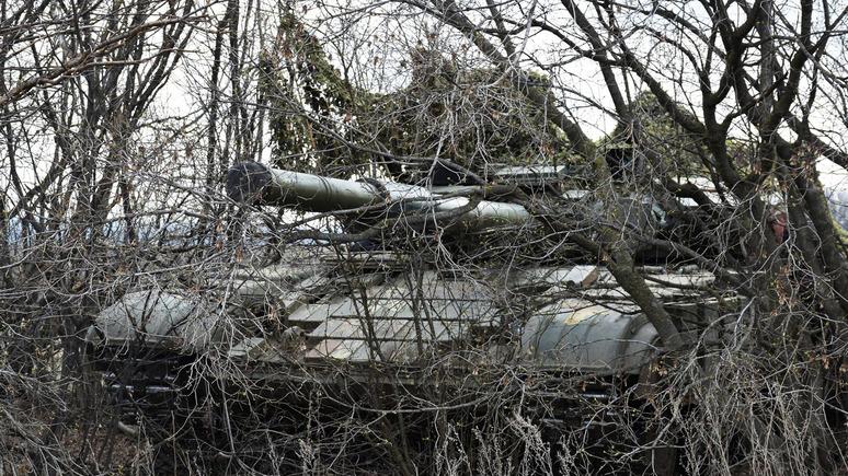 Корреспондент: украинские военные случайно обстреляли из танка село