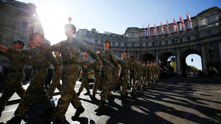 Daily Mail: с притеснениями в армии Британии сталкиваются более половины женщин-военнослужащих