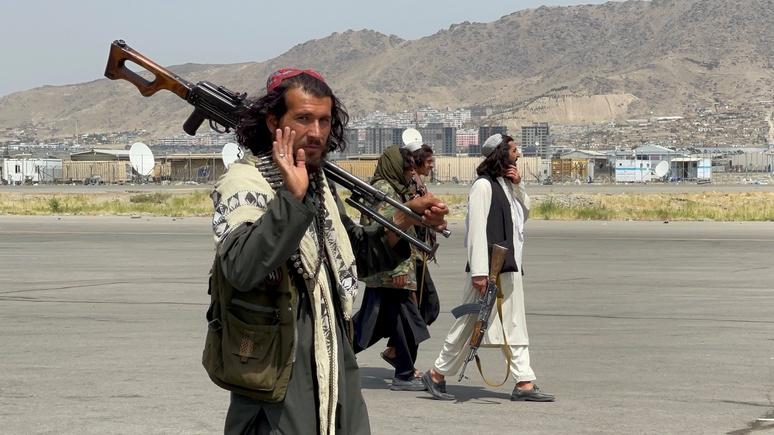 Times: обученные силами НАТО афганские военные присоединяются к талибам
