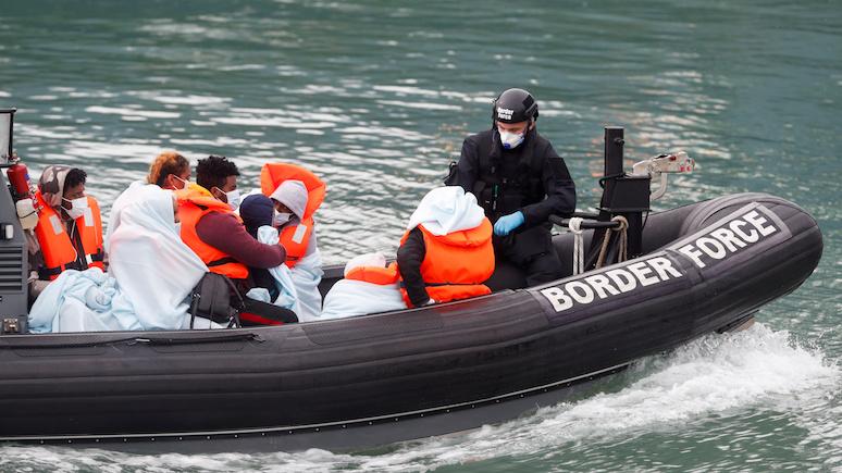 Sun: Франция запретила продажу лодок в попытке остановить поток мигрантов через Ла-Манш