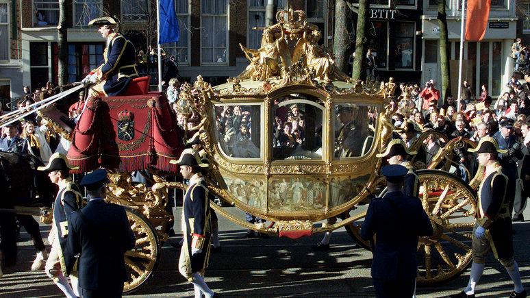ST: «изрубить и сжечь» — в Нидерландах королевскую семью призвали отказаться от использования расистской кареты