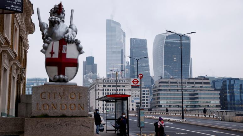 Sky: на возможную зимнюю вспышку COVID Британия намерена ответить планом Б