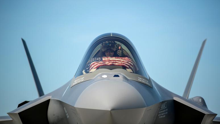 Bloomberg: F-35 рискует отстать от российских и китайских средств ПВО, предупредили в американском Конгрессе