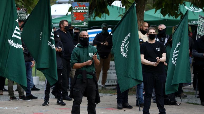 SZ: в Германии возмущены бездействием правоохранительных органов в связи с предвыборными выходками неонацистов