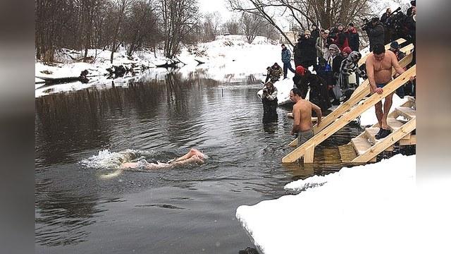El Mundo считает крещенские купания обычной бравадой