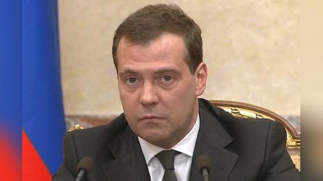 Bloomberg: Медведев использовал летнее время в личных целях