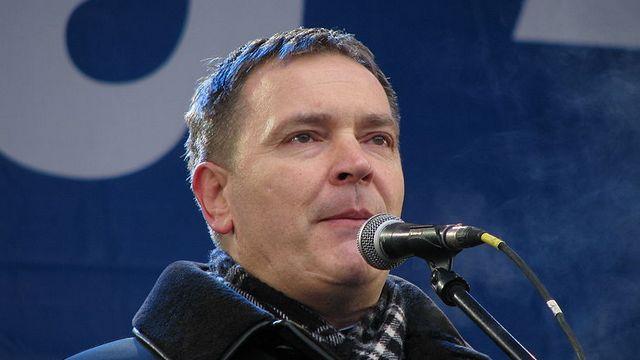 За любовь к русскому языку украинского депутата забросали фекалиями