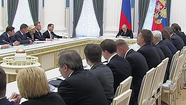 NZZ: Вместо реформ Путин лишь увеличил расходы