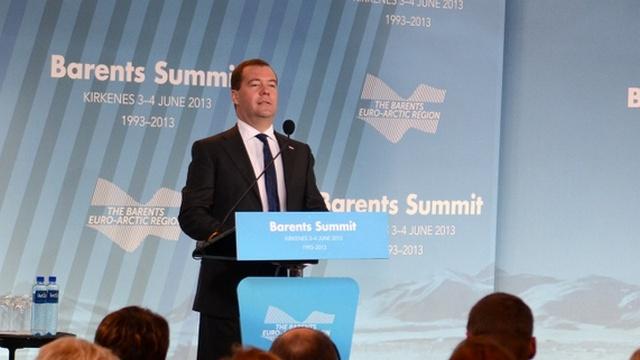 Медведев предлагает безвизовый режим в Баренцевом регионе
