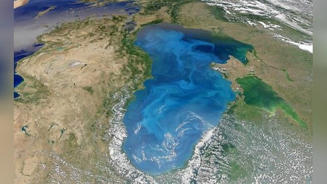 Россиянин Бурлак переплыл море с другом на буксире
