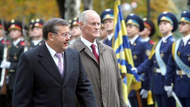 Экс-министр обороны Украины: Ситуация в стране может выйти из-под контроля