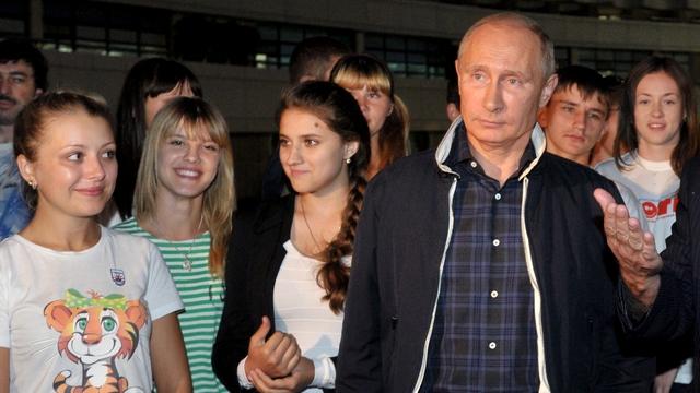 Опрос: Путин не является кумиром российской молодежи