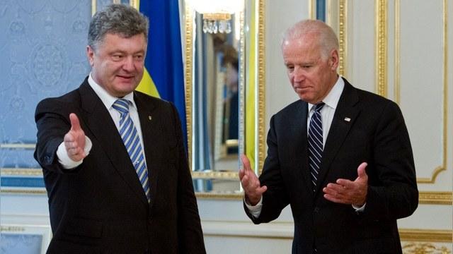 Байден пообещал Порошенко и дальше давить на Москву