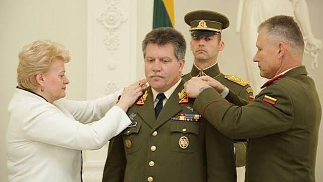 Командующий ВС Литвы: Россияне могут вторгнуться не на танках, а как туристы