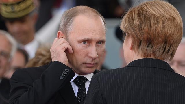 Меркель просит разъяснений по поводу присутствия войск РФ на Украине
