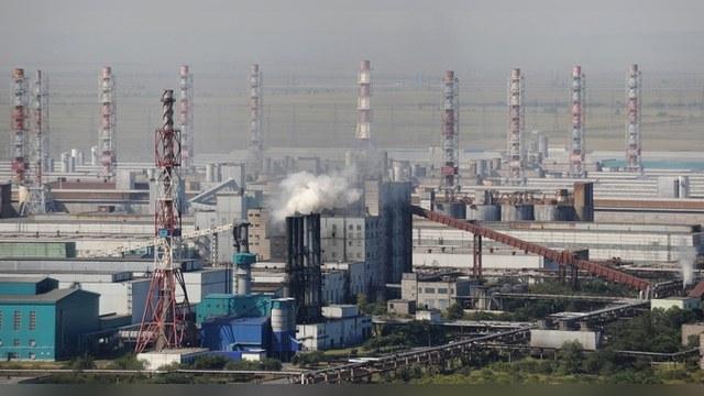 Bloomberg: Слабый рубль дает России шанс, но она им не воспользуется