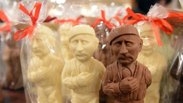 Le Figaro: Большинство россиян отрицает наличие культа личности Путина