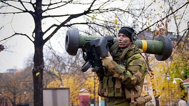 Эстония в спешке закупается американским оружием