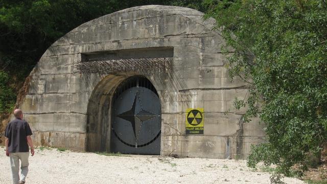 Опасаясь войны с Россией, баварец построил бункер и набил его оружием