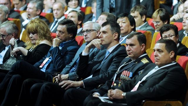 Маша Гессен: Олигархи скорее скушают друг друга, чем пойдут против Путина