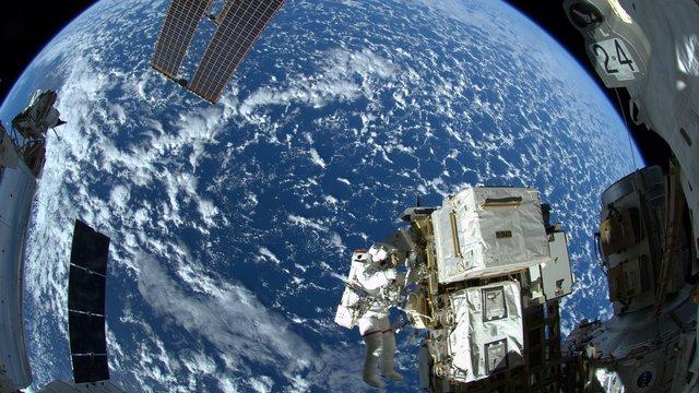 Spiegel: В условиях земного кризиса Кремль мечтает о космосе