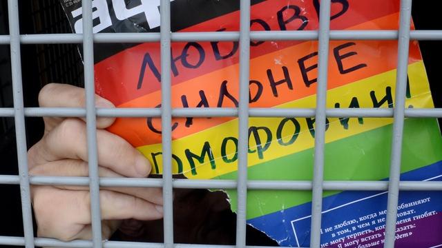 Нарушение закона о гей-пропаганде оценили в 50 тысяч рублей