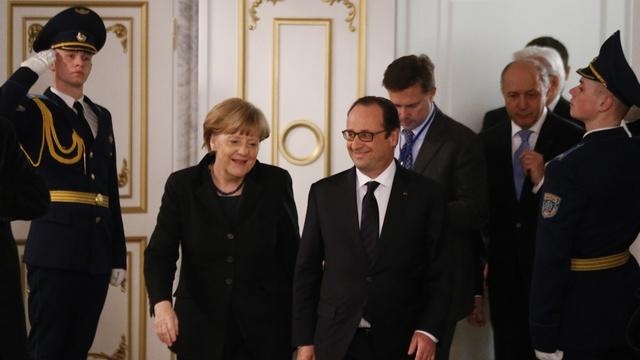 Die Zeit: Олланд и Меркель спасут украинцев из Дебальцевского котла