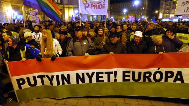 Тысячи венгров протестовали против визита Путина в Будапешт