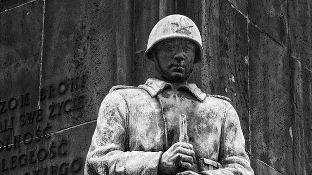Gazeta Wyborcza: Власти Варшавы отказались возвращать памятник освободителям