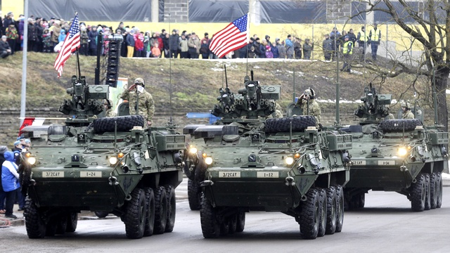 Эстония помахала России американскими флагами