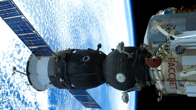 Guardian: Россия поддержит МКС, а потом пойдет своим путем – на Луну