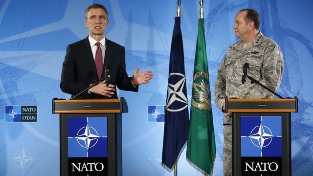 Spiegel: В 2015-м НАТО устрашит Россию и успокоит союзников
