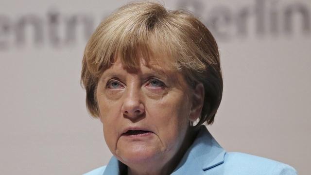 Немецкие левые: Отказом ехать на парад Меркель оскорбила русских