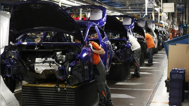 Bloomberg: Зарубежные автокомпании идут на риск, но остаются в России