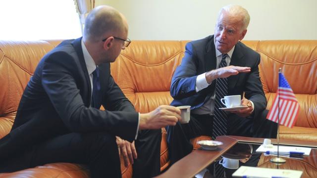 Украинский депутат: Судьбу Коломойского решил звонок Байдена Яценюку