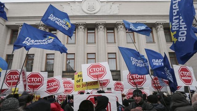 CM: Оппозиция на Украине в опале, но Запад этого не замечает
