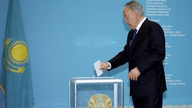 Le Monde: Назарбаев устроил досрочные выборы, чтобы угодить Путину