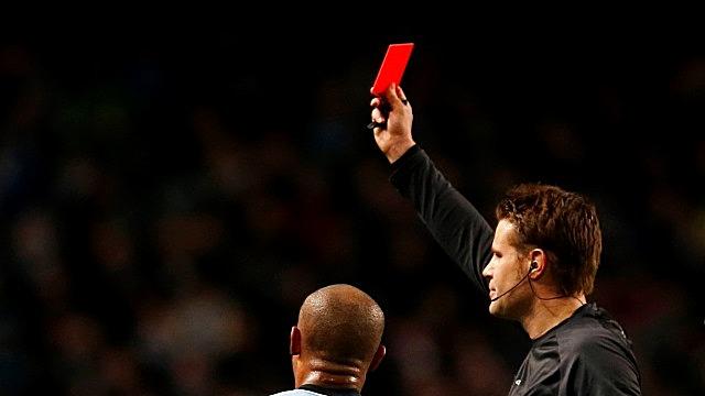 Политолог: Европа показала Порошенко «красную карточку»