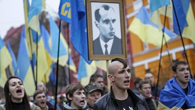 Героизация националистов на Украине не нравится Варшаве