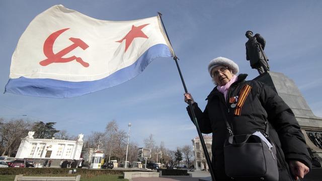 Порошенко уравнял законом коммунистов и нацистов
