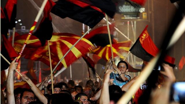 OpEdNews: США устроят непокорной Македонии «демократию по-американски»