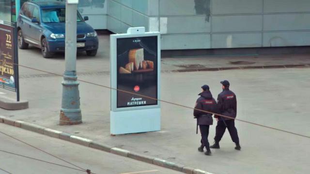 Fortune: В Москве, завидев полицию, запрещенный сыр становится матрешками