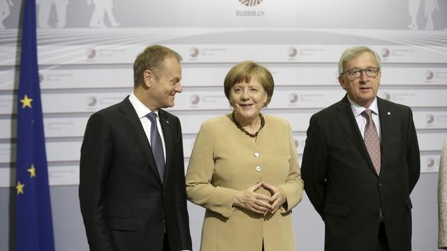 Guardian: В отличие от ЕС, Россия дает деньги и много не требует