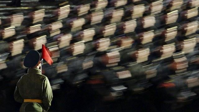 Bloomberg подсчитал миллиарды, которые Путин «сливает» в ВПК
