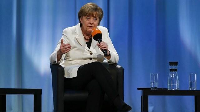 Меркель: Россия отдалилась от G7