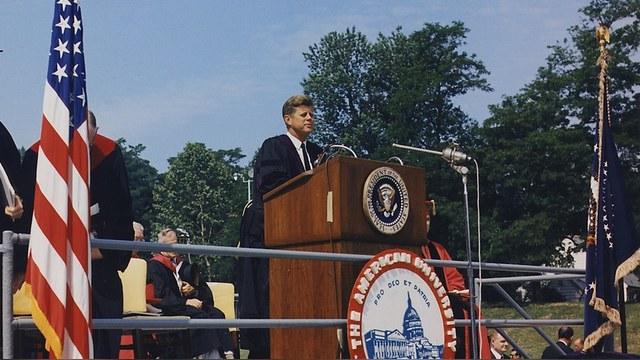 Post-Gazette: Опыт Кеннеди поможет США найти подход к русским и чернокожим