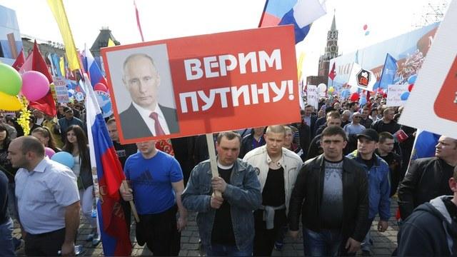 Forbes: Рейтинг одобрения Путина не подчиняется законам физики