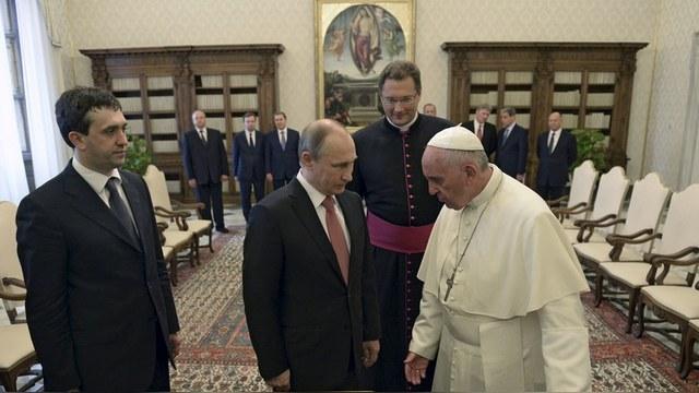 Le Figaro: Ватикан забыл о разногласиях с Россией ради христиан в Сирии